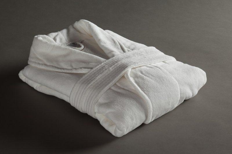 ערד טקסטיל. חלוק מגבת קטיפה | צילום: אסף רונן