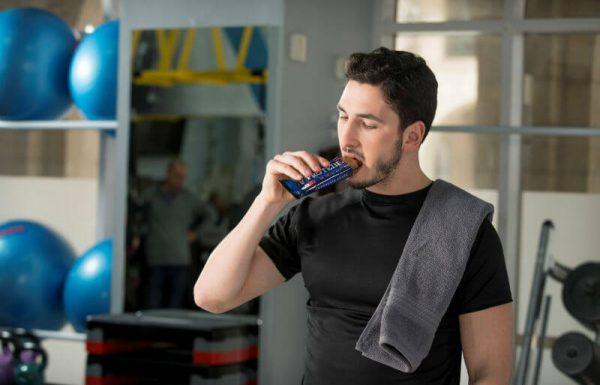 להתאמן ולאכול נכון:כיצד לשלב חלבון בשגרת האימונים