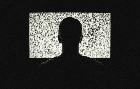 """<span class=""""entry-title-primary"""">מה הרגלי הצפייה בטלוויזיה שלכם אומרים עליכם? מה זה אומר עליכם ברמה האישית? המדריך המלא</span> <span class=""""entry-subtitle"""">יש המון דרכים לצפות בטלוויזיה וכל אחת מהן נקבעת בין היתר על פי מבנה האישיות, תכונות האופי וההעדפות שלנו</span>"""