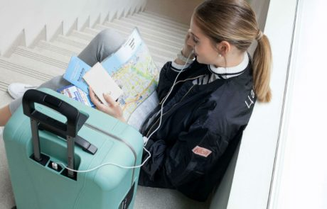 "<span class=""entry-title-primary"">המזוודה החכמה מבית כתר פלסטיק עם מטען לטלפון סלולרי – מותאמת לעלייה למטוס</span> <span class=""entry-subtitle"">טרולי SOHO קוני של מותג Rollink. Travel Smart דואג שתשארו מחוברים</span>"