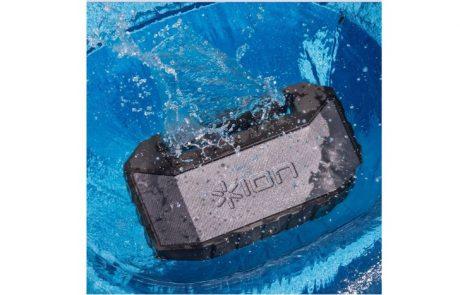 "<span class=""entry-title-primary"">ION מציג את PLUNGE – רמקול סטריאו בלוטות' עמיד במים.</span> <span class=""entry-subtitle"">מאובזר במיקרופון מובנה המאפשר לענות בקלות לשיחות טלפון, גם בבריכה ובים.</span>"