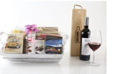 "<span class=""entry-title-primary"">רשת חינאווי Wine & More משיקה מגוון מארזים לחג.</span> <span class=""entry-subtitle"">מארזים המשלבים יינות, משקאות אלכוהוליים, שוקולדים, עוגיות בוטיק מיוחדות בעבודת יד.</span>"