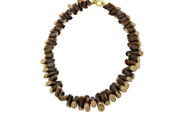 'עדיים מכל הלב' מציג קולקציית תכשיטים אופנתיים  העושים שימוש בעץ כחומר גלם עיקרי.