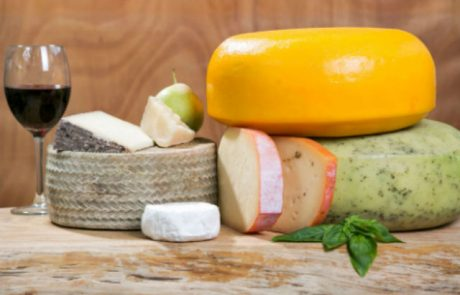 "<span class=""entry-title-primary"">'מחלבת בארי' משיקה חנות אונליין למכירת גבינות פרימיום עד דלת הבית – ללא פערי תיווך מיותרים</span> <span class=""entry-subtitle"">המחלבה שבקיבוץ בארי מציעה מבחר גבינות המיוצרות בעבודת יד מ-100% חלב בקר, מפרות הנמצאות באזור כפרי רגוע ושלו</span>"